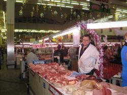 Мясной отдел на рынке